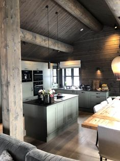 Modern Grey Kitchen, Green Kitchen, Small Cottage Homes, Cottage House Plans, Cabin Homes, Log Homes, Küchen Design, House Design, Log Home Kitchens