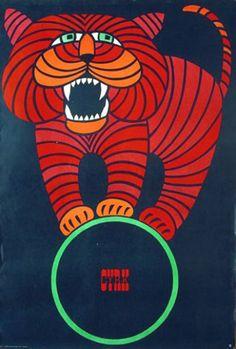 O fim da Segunda Guerra Mundial marcou o início de um novo período no desenvolvimento da arte do cartaz polonês, que ficou conhecida como A Escola Polonesa de Cartazes. O regime comunista instalado começou a contratar artistas para desenhar cartazes não só com mensagens sociais e políticas, mas também para promover o entretenimento dirigido pelo …