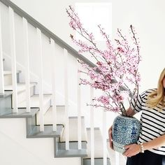 This snap of with a ginger jar full of spring branches is the perfect Friday afternoon perk, don't you think?off to happy hour! Spring Blooms, Summer Flowers, Flower Centerpieces, Flower Arrangements, Thanksgiving Flowers, White Staircase, Spring Branch, Bloom Blossom, Houses