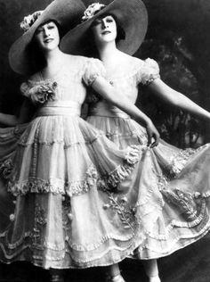 #DollySisters #twins #fashion