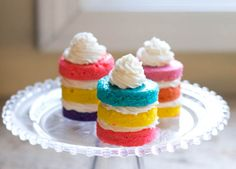 Look at these adorable little cakes!