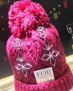 "Gefällt 4 Mal, 1 Kommentare - AENEA Jewellery (@aenea_jewellery) auf Instagram: ""AENEA's Twinkle Collection Earrings with Palladium and white diamonds #aenea #aeneajewellery…"" Dec 12, White Diamonds, Twinkle Twinkle, Christmas Gifts, Gift Wrapping, Jewellery, Instagram Posts, Earrings, Collection"
