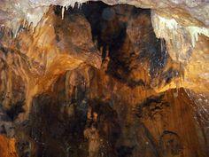 Vantului (wind) Cave