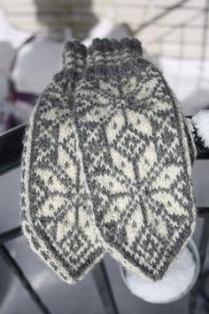 The Knitting needle: Linker til gratis mønster, Selbuvotter. Poncho Knitting Patterns, Mittens Pattern, Knit Mittens, Easy Knitting, Knitting For Beginners, Loom Knitting, Knitting Needles, Knitted Hats, Knitting Baby Girl