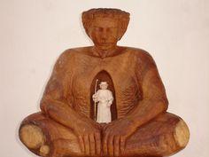 """""""La que sabe"""" talla en madera. Chila Trujillo. Escultora Colombiana."""