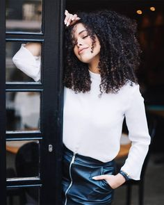 Long Bob Hairstyles, Curled Hairstyles, Pretty Hairstyles, Curly Hair Care, Curly Girl, Biracial Hair, Hair Flow, Mixed Hair, Foto Pose