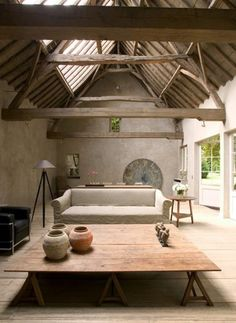 Wabi Sabi Art + Design from a Scandinavian perspective Natural elegance Scandinavian modern Harmonious style Creative spaces Clever DIY Tutorial Wabi Sabi, Interior Architecture, Interior And Exterior, Interior Design, Design Art, Futuristic Architecture, Salon Design, Concrete Architecture, Light Architecture