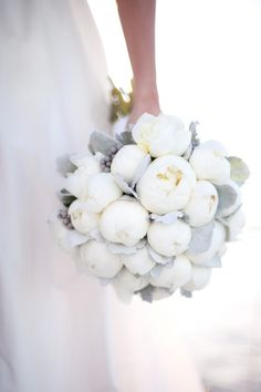 Amazing white bouquet with grey highlights :: Wedding | Bridal bouquet | White & Grey