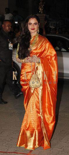 Sonam, Nargis, Kalki: Bollywood's SEXIEST stars at Filmfare awards Rekha Saree, Banarsi Saree, Silk Saree Kanchipuram, Kanjivaram Sarees, Latest Indian Saree, Indian Silk Sarees, Bollywood Designer Sarees, Bollywood Saree, Bollywood Actress