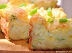 Для приготовления запеканки из кабачков потребуются продукты: - кабачки (лучше всего цуккини) – 04,-0,5 кг, -яйца куриные – 2-3 шт., - мука – 150-200г, - сметана – 100г, - сыр твердый – 100г, - сода …
