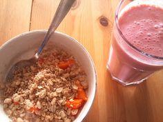 Leas rühstük: ein leckeres Crunchy-Müsli mit Papaya und dazu ein Erdbeer-Bananen-Shake