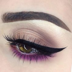 Loving the simple eyeshadow with the pop of color on the lower lash line  by ✨@emilyann_mua✨
