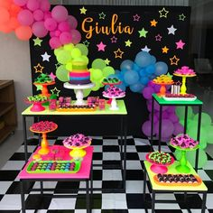 Festa neon Neon party Recommended For You Neon Birthday, 13th Birthday Parties, Birthday Party For Teens, Sleepover Party, Sleepover Activities, Birthday Ideas, Glow Party Decorations, Birthday Party Decorations, Neon Party Themes