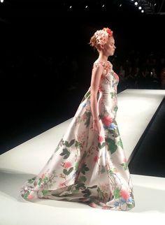 Arabic Style : arab fashion week dubaifashionblogg fashion show fashion bshow middles east