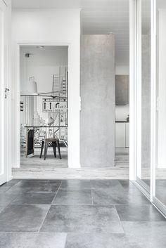 Koti Pentik. Lattiassa Les Dalles -sarjan noir- laattoja kolmessa eri koossa. #pukkilalaatat #pukkila Brick Tiles, Koti, Bricks, Tile Floor, Concrete, Flooring, Brick, Tile Flooring, Wood Flooring