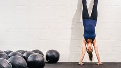 Handstand push-up muscles place much more focus on the shoulder muscles and less on the chest, as in conventional push-ups. This is an advanced exercise. Month Workout, Workout Schedule, Push Up Challenge, Workout Challenge, Push Up Muscles, Crossfit, Workout Calendar, Tabata Workouts, Articles