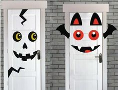 Skeleton Face or Bat. Scary Halloween Door Covers - to scare your guests! Halloween Classroom Decorations, Halloween Skeleton Decorations, Halloween Porch, Halloween Crafts For Kids, Diy Halloween Decorations, Halloween Themes, Fall Halloween, Halloween Tablecloth, Bricolage Halloween