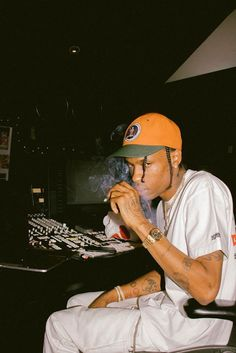 Arte Hip Hop, Hip Hop Art, Travis Scott Kylie Jenner, Travis Scott Wallpapers, Travis Scott Astroworld, Rap Wallpaper, Orange Aesthetic, Photo Wall Collage, My Vibe