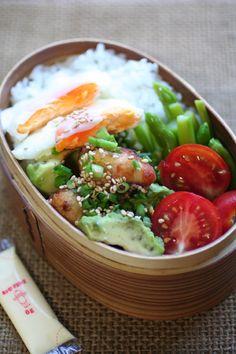 2012.09.07 アボカドと鶏カラ丼弁当
