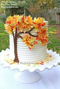 13 Crafty Fall Cakes – Page 9 of 14 ) ) Cakes are one of those art forms that are so satisfying to stare at! Not to mention eat. These 13 Crafty Fall Cakes capture fall in a cake. Pretty Cakes, Cute Cakes, Beautiful Cakes, Amazing Cakes, Simply Beautiful, Cake Decorating Techniques, Cake Decorating Tutorials, Decorating Ideas, Beginner Cake Decorating