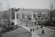 Groningen<br />De stad Groningen: Parkweg met de Parkbrug 1958
