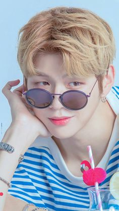 K Pop, Kang Daniel Produce 101, Kpop Girl Bands, Daniel K, Prince Daniel, Poses For Photos, Kim Jaehwan, Celebs, Celebrities