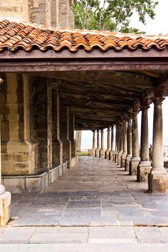 Portico de la Iglesia de Luanco