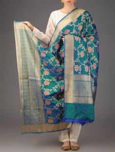 This would go with a lot of other colors. Turquoise Green Zari Floral Banarasi Silk Handwoven Dupatta By Ekaya Accessories Dupattas Timeless Treasure Sarees & in Kadwa Booti Accents Pakistani Wedding Outfits, Pakistani Dresses, Indian Dresses, Indian Outfits, Indian Clothes, Benarasi Dupatta, Silk Dupatta, Kalamkari Dresses, Classy Suits
