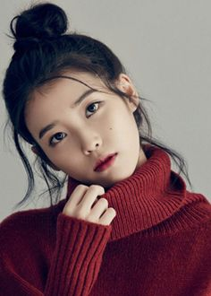 Korean Artist IU : Not only adorable, this girl can sing. I mean, she can really sing. I believe she is one of the best singer in South Korea. I am currently obsessed with her album Palette, which was published on April American Beauty Standards, Types Of Plastic Surgery, Valentine Drawing, Straight Eyebrows, Pretty Korean Girls, This Girl Can, Glitter Girl, Drawing Projects, Moon Goddess