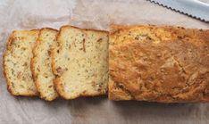 Tämän leivän suosio kasvaa netissä – katsottuani raaka-aineet, en ihmettele miksi – Herkkusuut.com Banana Bread, Breads, Baking, Desserts, Food, Bread Rolls, Tailgate Desserts, Deserts, Bakken