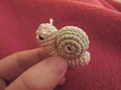 free crochet snail pattern | More free patterns can be found at www.happyberry.co.uk