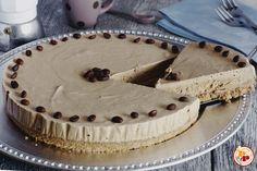 La torta fredda al caffè è un dolce golosissimo che si prepara senza cottura…