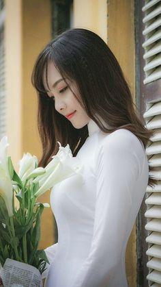 ~ ღ Skuwandi Vietnamese Traditional Dress, Traditional Dresses, Beautiful Vietnam, Vietnam Girl, Le Jolie, Oriental Fashion, Beautiful Asian Women, Ao Dai, Sweet Girls