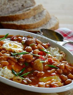 Telur mata dgn baked bean Baked Beans, Breakfast Ideas, Chili, Soup, Homemade, Baking, Blog, Bread Making, Chile