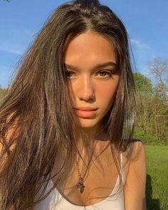 how to do natural makeup Selfie Poses, Insta Photo Ideas, Natural Makeup Looks, Brunette Girl, Pretty Girls Brunette, Blonde Girl Selfie, Grunge Hair, Aesthetic Girl, Brunette Aesthetic