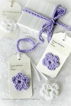 Embellish gift packages with quick and easy crochet gift tags, ties & bows. Add tiny flowers, hearts, leaves and wreaths of yarn. Homemade Birthday Gifts, Birthday Gift For Him, Diy Birthday, Crochet Gifts, Easy Crochet, Birthday Packages, Handmade Gift Tags, Handmade Items, Tiny Flowers