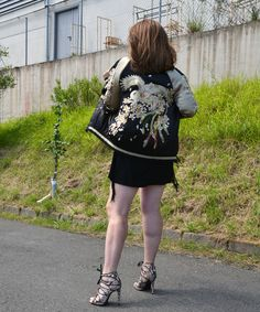 Vestido Negro de Sheinside Bomber de Zara Sandalias print serpiente