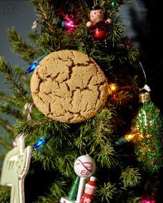 Hapa-tite   Crackle Top Ginger Molasses Cookies   http://hapatite.com
