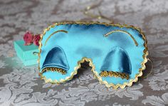 Breakfast at Tiffanys inspired satin eye sleep mask!  Audrey Hepburns handmade sleep eye mask made of high quality materials inspiring of Breakfast at Tiffany's movie. Perfect for everyday use or special occasions like wedding and bachelorette party. This mask will definitely be of the top in every PJ party! Perfect gift for her, friends or family!  Mask front side is satin. Padded with a layer of black felt for complete light blocking. The back side of this mask is silky satin. It's soft…