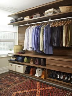 Walk In Closet Ideas - Seeking some fresh ideas to renovate your closet? See our gallery of leading luxury walk in closet design ideas and photos. Walk In Closet Design, Bedroom Closet Design, Master Bedroom Closet, Wardrobe Design, Closet Designs, Design Room, Design Design, Interior Design, House Design