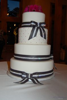 wedding cakes with bling   ... wedding colorado wedding cakes intricate icings cake design rhinestone