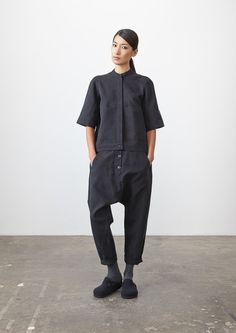 [No.7/20] STUDIO NICHOLSON 2014年プレフォールコレクションの拡大写真 Cropped Trousers, Style Fashion, Fashion Design, Womens Fashion, Minimal Chic, Minimal Fashion, Studio Nicholson, Androgynous, London Fashion
