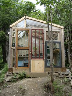 DIY greenhouse from old windows and doors. A nice idea to build.DIY greenhouse from old windows and doors. A nice idea to build. Greenhouse Shed, Greenhouse Gardening, Greenhouse Wedding, Old Window Greenhouse, Small Greenhouse, Container Gardening, Potager Garden, Greenhouse Film, Pallet Greenhouse