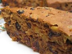 The Easiest Fruit Cake On The Planet! - Need a gluten free sugar free fruit cake this Christmas? This super easy recipe is AMAZING! Sugar Free Fruit Cake, Sugar Free Fruits, Healthy Fruit Desserts, Healthy Fruits, Healthy Cake, Dessert Sans Gluten, Gluten Free Sweets, Gluten Free Cakes, Gluten Free Recipes