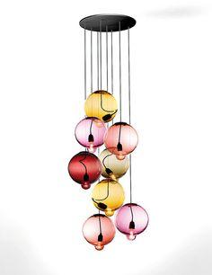 En recuerdo del desastre de Fukushima, Meltdown grape, lámparas con bombillas casi derretidas. Cappellini.