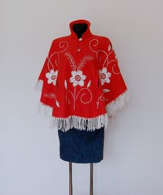 Vintage red cape with flower embroidery. Short by VintageBoxCo