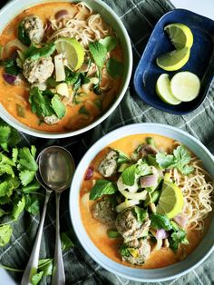 Superenkel curry suppe med kyllingkjøttboller Biryani, Scampi, Guacamole, Thai Red Curry, Bacon, Muffins, Ethnic Recipes, Soups, Curry Soup