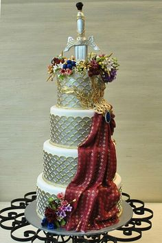When you've wed the Knight in shining armor, you can then eat the cake too! ;D What a wonderful cake!