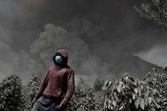 Le 16 janvier, le volcan Sinabung envoie des cendres sur des kilomètres aux alentours de la ville de Karo.