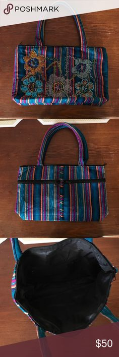 Handmade bag from El Salvador Well handcrafted bag from El Salvador handmade each flower is made of diferente color beads. Bags Hobos
